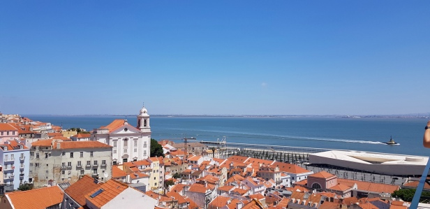 Cookie FM Nirina Lisbon Travel 77
