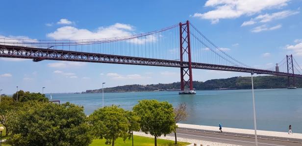 Cookie FM Nirina Lisbon Travel 98